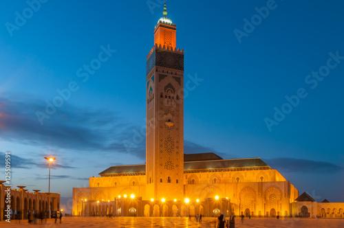Foto  Die Hassan-II.-Moschee in Casablanca zur Blauen Stunde; Marokko
