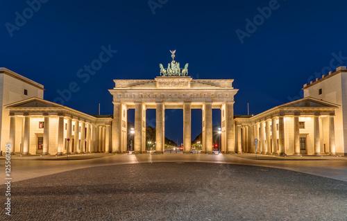 Poster Berlin Berlins most famous landmark, the Brandenburger Tor, at night
