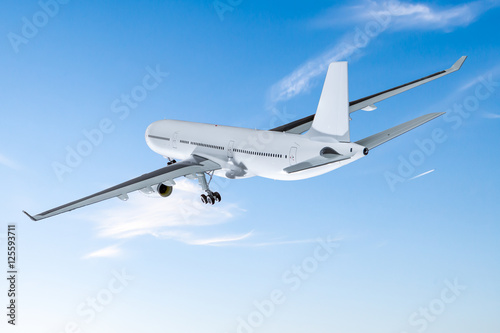 Photo  Airplane flying concept.