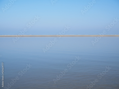 Fotografie, Obraz  Sandbank in front of beach with smooth water.