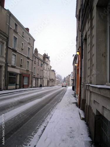 Photo  a street full of snow during christmas