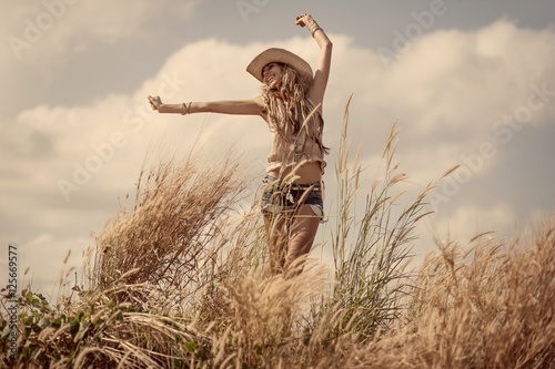Photo  Cowgirl outdoors. Countryside style