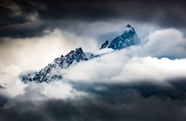 Obraz na Szkle Do sypialni Mountains in the Clouds Grant Teton Peaks