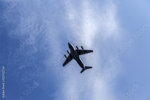 Photo  fighting military plane in the sky