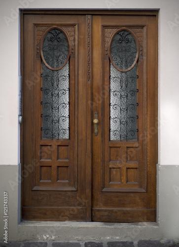 stare-drzwi-uchwyty-zamki-kraty-i-okna