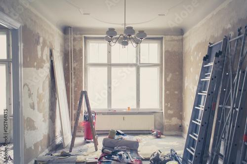 Obraz unrenovierte Wohnung, Zimmer vor Renovierung - fototapety do salonu