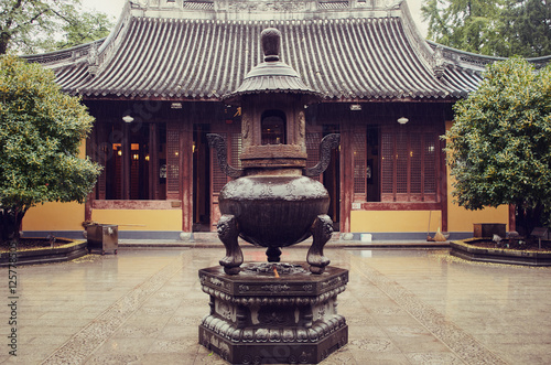 Photo  Longhua Temple