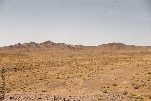 Poster Droogte Desert and mountain landscape in Iran
