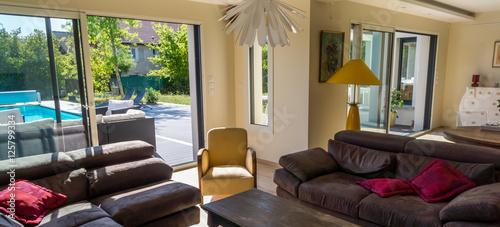 intérieur maison moderne – kaufen Sie dieses Foto und finden ...