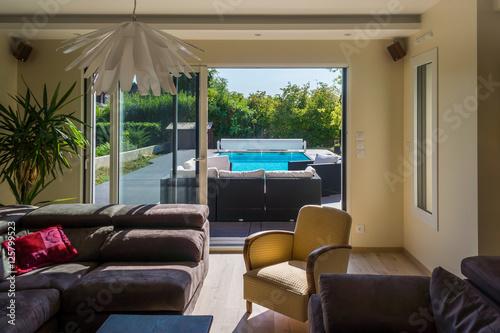 intérieur maison moderne – kaufen Sie dieses Foto und finden Sie ...