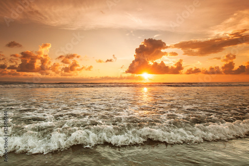 Spoed Foto op Canvas Zee zonsondergang Sunset over sea on Bali