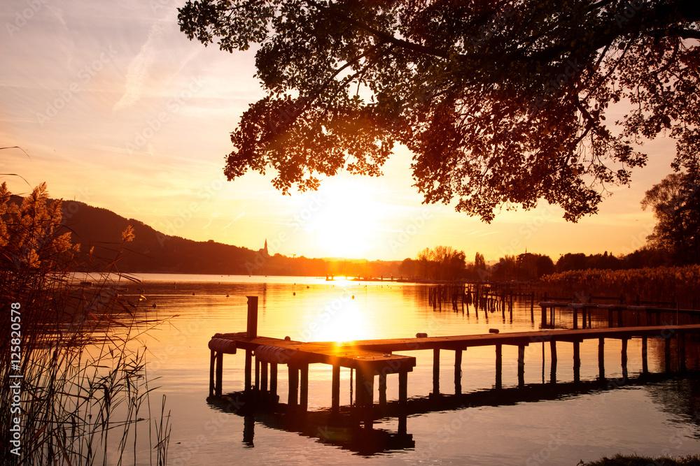 Fototapeta Coucher de soleil sur le lac d'Annecy