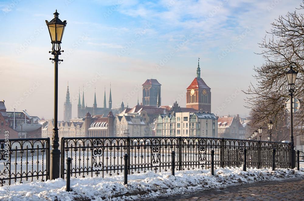 Fototapety, obrazy: Stare Miasto w Gdańsku, widok ze Starej Motławy, zamarznięty kanał zimą