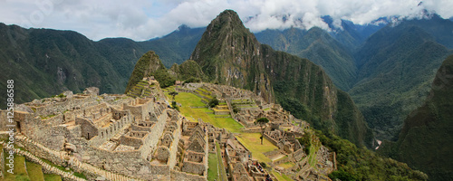 Photo  Panorama of the Incan citadel Machu Picchu in Peru