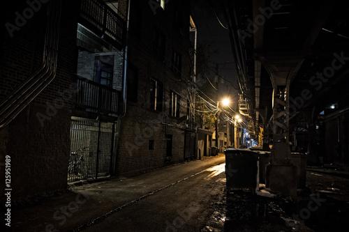 Fototapeten Schmale Gasse Dark City Alley