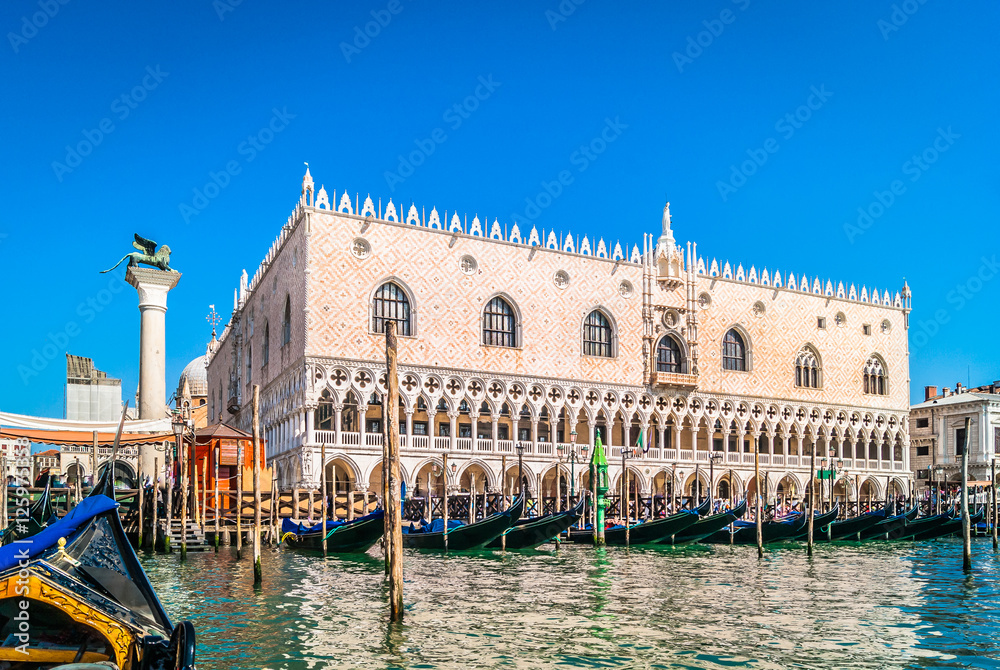Fototapety, obrazy: Doge's Palace Venice Italy./ Waterfront view from gondola at amazing palace in Venice city, Italy.