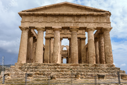 Foto op Plexiglas Bedehuis The Temple of Concordia in the Valley of Temples near Agrigento, Sicily (Italy)
