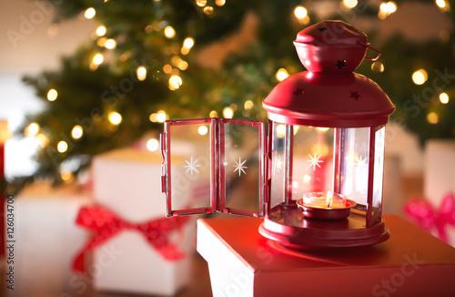 Photo  Christmas lantern at night