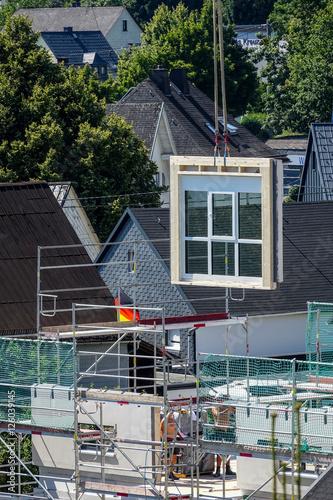 Fertighaus Bau, Das Fenster Kommt