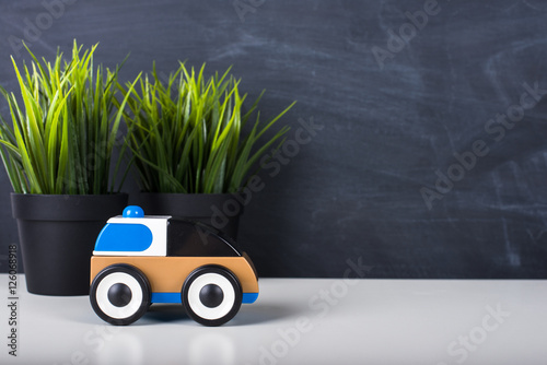 Fotografiet  Toy car in front of chalkboard