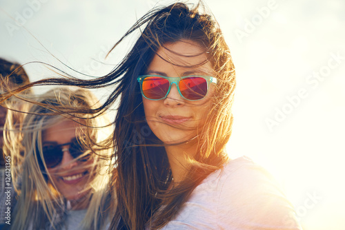 Fotografia  Two gorgeous trendy young women