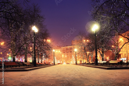 Foto auf AluDibond Aubergine lila Night winter landscape in amazing city