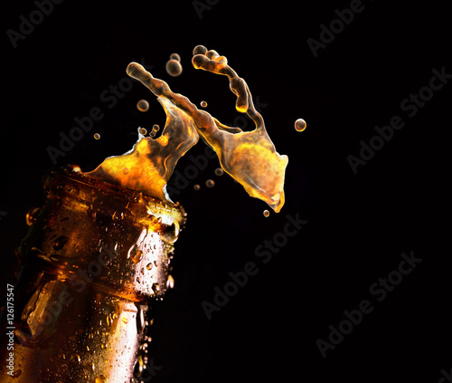 Bottle of beer with water drop falling Canvas-taulu