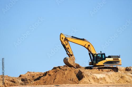 Fotografiet excavator in construction site