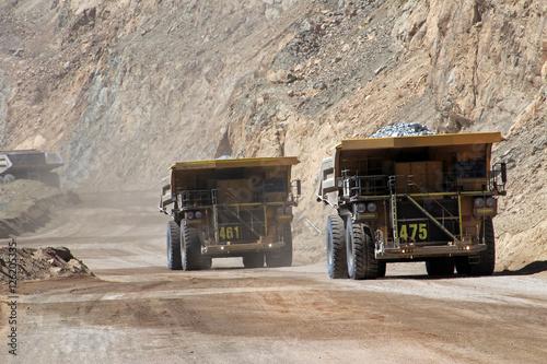 Plakat Truck at Chuquicamata, największa na świecie kopalnia miedzi odkrywkowa, Calama, Chile