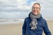 canvas print picture - Glücklicher Mann mittleren Alter lacht in die Kamera