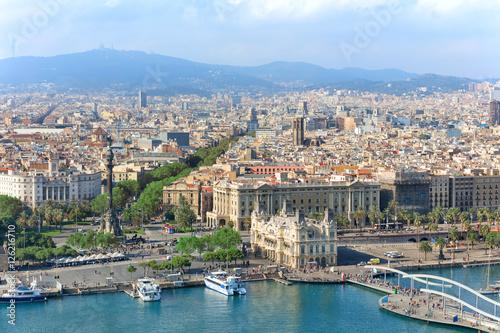Papiers peints Barcelona Central embankment of Barcelona with Columbus statue, La Rambla street and promenade, Spain