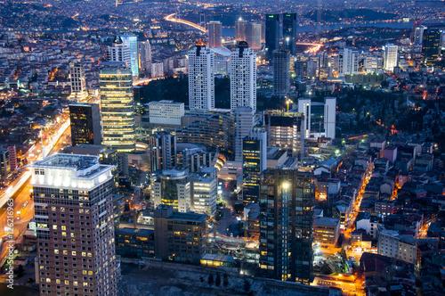 Fototapeta panorama miasta noca - miejsckie światlła  obraz