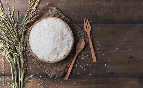Fotografija Thai jasmine rice, uncook rice on wood background, top view