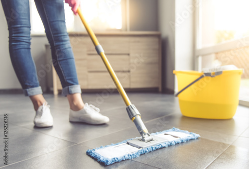 Fotografie, Obraz  Woman cleaning her house