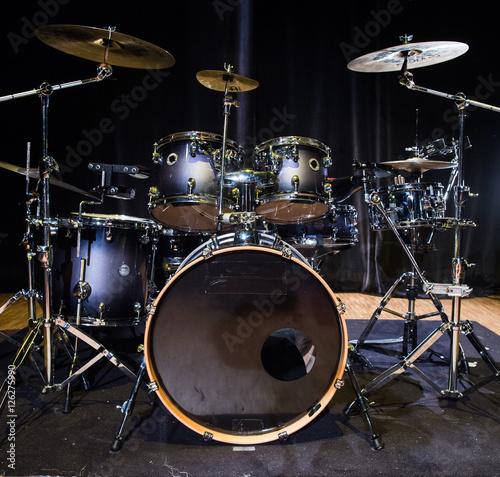 Plakat Instrument muzyczny, zestaw perkusyjny na scenie