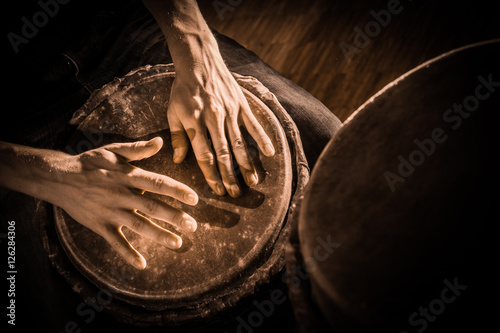Foto People hands playing music at djembe drums
