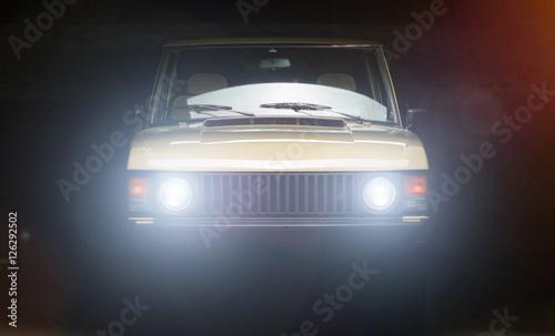 Fotomural alter offroad SUV Geländefahrzeug, klassiker luxusauto
