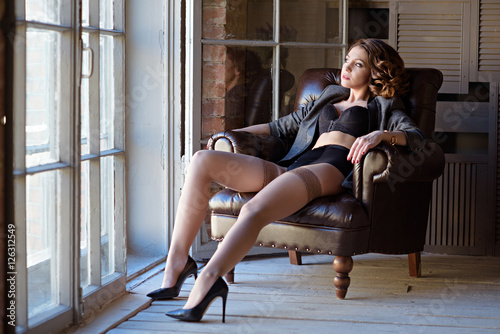 Photographie  Beautiful sexy lady in elegant black panties and stockings
