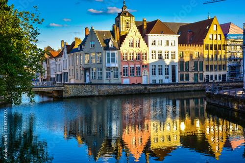 Foto op Plexiglas Brugge Maisons en bordure de canal - Bruges (Belgique)