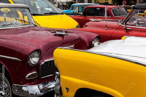 Foto auf Leinwand Havana, Cuba 22.01.2016 Vintage classic american car parked in a street of Old Havana