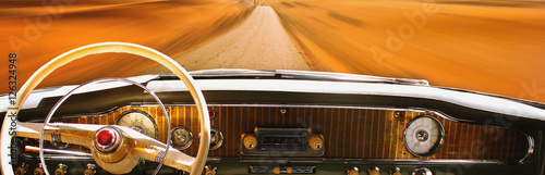 Foto op Aluminium Vintage cars Vintage car dashboard (fragment)