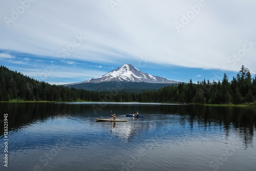 Valokuva  Kayakers on Trillium Lake