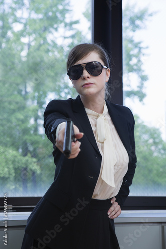 Photo  スーツを着た女暗殺者