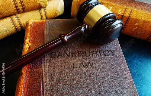Fotografía Gavel on bankruptcy Law books