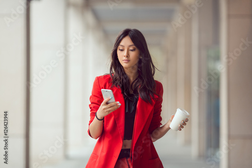 Fotografia  Asian business woman outdoors