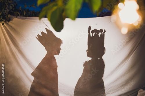Fotografie, Obraz  мальчик и девочка в театре теней