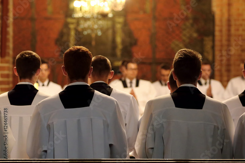Fotografia The young clerics of the seminary during Mass
