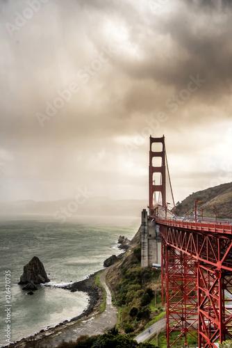 Keuken foto achterwand San Francisco Golden Gate Bridge in San Francisco on a partly cloudy day