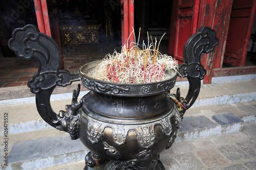 Fotografija  ベトナム ハノイの玉山祠の香炉