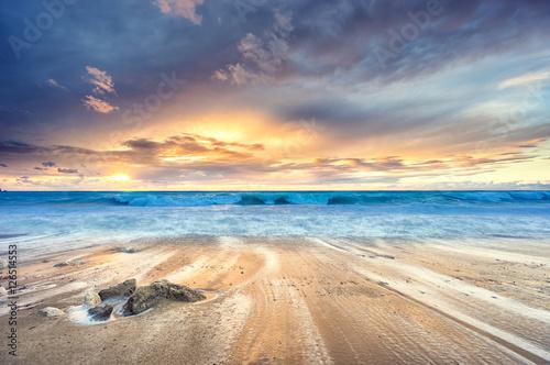 Obraz Zachód słońca na plaży - fototapety do salonu